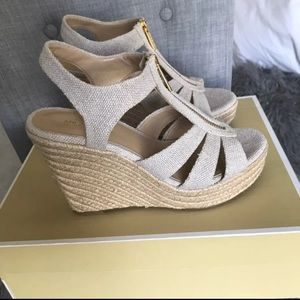 Michael Kors size 7 Berkeley wedge-nib